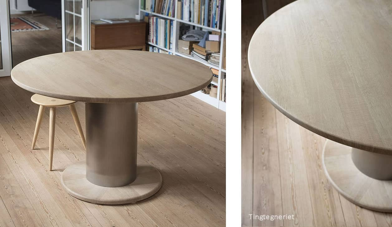 Rundt spisebord i eg og rustfrit stål. Markant søjlebord.