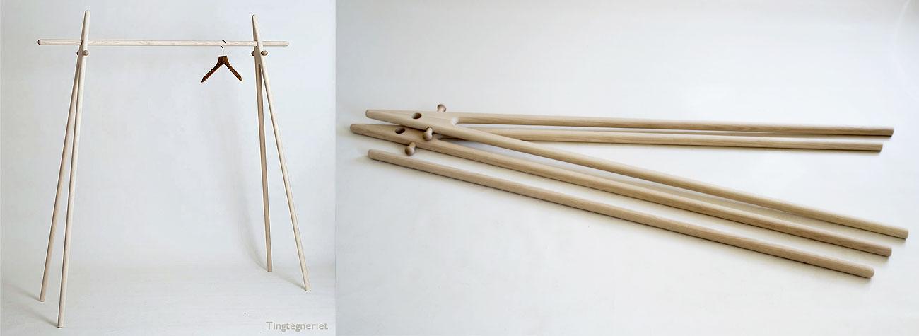 Dansk designet tøjstativ eller konfektionsstativ i massivt træ.